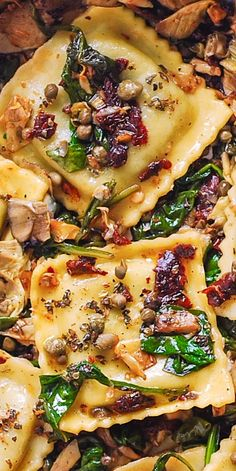 Italian Ravioli with Spinach Artichokes Capers Sun-Dried Tomatoes. The vegetables are sautéed in olive oil. Meatless refreshing Mediterranean style pasta recipe that doesnt need any meat this meal will keep you full! Meat Recipes, Vegetarian Recipes, Cooking Recipes, Vegetarian Italian, Spinach Recipes, Cooking Tips, Recipies, Italian Dishes, Italian Recipes