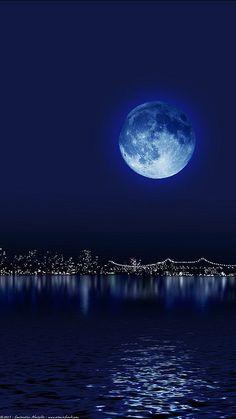luna azul sobre Manhattan
