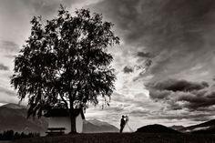 Fotograf: Tommy Seiter. Hochzeitsfotograf Tirol. Hochzeitsshooting Outdoor, Brautpaar-Shooting schwarz-weiß. Mehr: http://hochzeits-fotograf.info/hochzeitsfotograf/tommy-seiter#Fotos