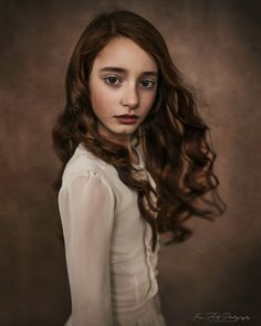I am a multi-award-winning portrait photographer and artist, and specialise in modern fine art portraits of children of all ages, adults, and families. Art Photography Portrait, Photography Awards, Portrait Art, Children Photography, Best Portraits, Creative Portraits, Studio Portraits, Child Portraits, Family Portraits