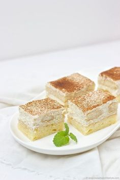 Delicious fruity-fresh applesauce slices from the tin based on a Sweets and Lifestyle recipe Source No Bake Desserts, Dessert Recipes, Cut Recipe, Angel Food Cake, Coffee Recipes, Fabulous Foods, Cakes And More, Dessert Table, Sweet Recipes