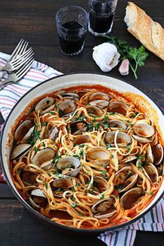 EASY Linguine with Red Clam Sauce