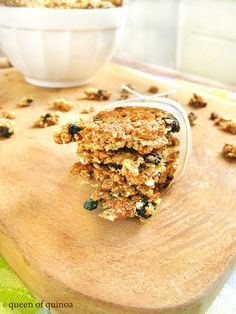 Breakfast is made for the week! Honey Blueberry Quinoa Granola Bars | Queen of Quinoa
