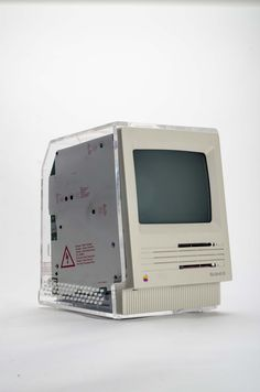 https://flic.kr/p/phvZuT | Macintosh SE with clear display case | Not much is known about this. It appears to be a sales tool for the Macintosh SE. The only label on it states: CAUTION!!! Computer must NOT  be connected to power source while display case is installed, since EMI emissions may occur. This product is not FCC approved, and should only be used for display purposes ONLY.