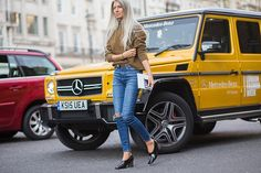 Impossibly Chic Fall Outfit Ideas From London Fashion Week – Closetful of Clothes Spring Street Style, London Fashion, Street Fashion, Sweater Weather, Distressed Jeans, Fashion Photo, Fall Outfits, What To Wear, Womens Fashion