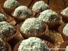 Raw Dates and Coconut Candy by Transylvanian Kitchen Coconut Candy, Sweets Recipes, Desserts, Tasty, Yummy Food, Biscuits, Muffin, Food And Drink, Healthy Eating
