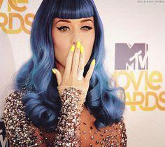 blue hair <3 yellow nails <3 shiny dress <33