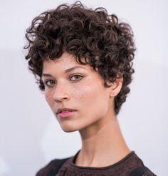Ari Westphal, a modelo que conquistou o SPFW com o corte de cabelo que deu 'errado'!