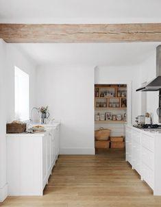 Scandi style kitchens: how to create a Scandi kitchen interior - Scandinavian Design Trends - Have Best Home Decor ! Scandi Home, Scandi Style, Minimalist Kitchen, Minimalist Decor, Home Interior, Interior Design Kitchen, Bathroom Interior, Rustic Kitchen Island, Kitchen Peninsula