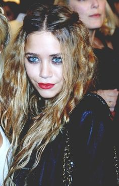 Grunge makeup. Love the make up and hair!  Like, I was obsessed with the Olsen twins growing up