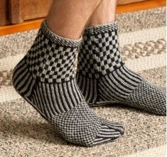 Martingale - Knitting Scandinavian Slippers And Socks Ebook ; martingale - chaussons et chaussettes scandinaves en tricot ebook Diy Knitting Socks, Hand Knitting, Knitting Patterns, Knit Socks, Norwegian Knitting, Grey Socks, Felted Slippers, How To Purl Knit, Slipper Socks