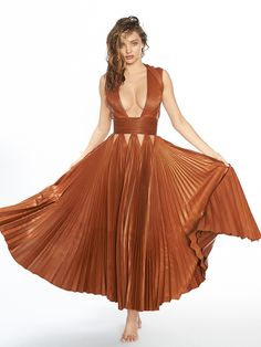 Go behind the scenes of our cover shoot with model, businesswoman, author, entrepreneur and mother, Miranda Kerr. Star Fashion, Fashion News, Miranda Kerr Style, Australian Models, Types Of Fashion Styles, Sexy Dresses, Supermodels, Victoria, Celebrities
