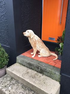 Life size willow Labrador sculpture. Dog Sculpture, Animal Sculptures, Wall Sculptures, Willow Weaving, Basket Weaving, Twig Art, Traditional Baskets, Art Friend, Faux Taxidermy