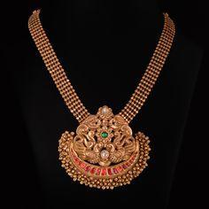 Jewelry Design Earrings, Gold Earrings Designs, Gold Jewellery Design, Gold Designs, Jewelry Stand, Statement Jewelry, Pendant Jewelry, Jewelry Art, Antique Jewellery Designs