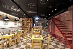 Café e salão de Jogos de Tabuleiro Alaloum / Triopton Architects