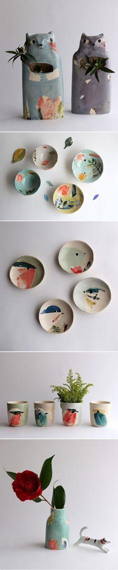 Trabalho lindo da francesa Elise Lefebvre, que cria pequenas séries de vasos, pratos e outras peças de cerâmica delicadas e apaixonantes.