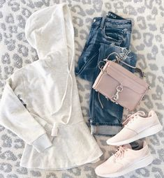 spring transition casual outfit - henley hoodie and skim boyfriends jean with pink sneakers on pinterestingplans fahsion blog