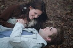 You're just like Bella Swan from Twilight! You're secretly a hopeless romantic and much more adventurous than you let on, especially since you hate being the center of attention. Like Bella, you're fiercely protective of the people you love! Twilight 2008, Twilight Bella Und Edward, Bella Y Edward, Twilight Film, Vampire Twilight, Twilight Saga Series, Twilight Cast, Twilight New Moon, Twilight Pictures