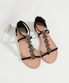 Sandália miçangas flores - Sapatos Rasos.