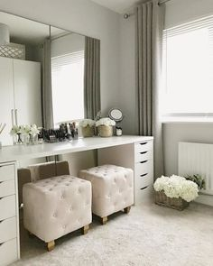 Filling my dressing room with faux florals to make it feel like spring has arrived! Grey Bedroom Decor, Room Ideas Bedroom, Home Bedroom, Long Bedroom Ideas, Ikea Dressing Room, Dressing Room Design, Dressing Table, Ikea Linnmon, Beauty Room Decor