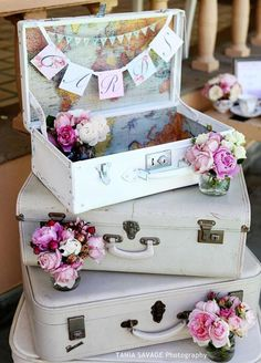 A vintage card box is not strictly for utility. Use this opportunity to incorporate it into your décor and theme as a whole. We love the idea of using a vintage suitcase. Plus you can just lock it up and carry it away at the end of the evening!