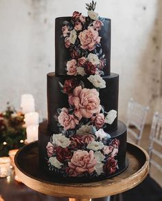 Lace Wedding Cakes This unique Halloween wedding inspiration has totally put a spell on us. From noir bridal gowns to waxy flowers, moody wedding decor is a no brainer for a celebration this time of year! Is this Dutch flower wedding cake even real life? Black Wedding Cakes, Black Tie Wedding, Wedding Cakes With Flowers, Wedding Shoes, Dream Wedding, Wedding Day, Black Weddings, Wedding Dresses, Geek Wedding