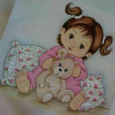 Menininha com urso