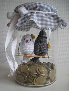 Crochet Patterns Gifts Great gift idea for a wedding or anniversary such as a s … Crochet Birds, Love Crochet, Crochet Crafts, Crochet Projects, Diy Crafts, Crochet Amigurumi, Crochet Dolls, Crochet Wedding, Jar Gifts