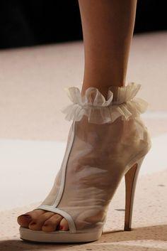 notordinaryfashion:    hautekills:    Viktor and Rolf s/s 2011    Love this shoe