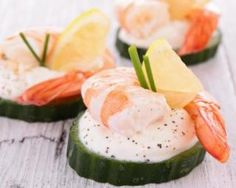 An elegant, refreshing and healthy tasting appetizer dish that guests will surely love. The combination of shrimp, cucumber and homemade dill sour cream provides many deliscious flavors. Appetizer Dishes, Seafood Appetizers, Best Appetizers, Seafood Recipes, Clean Eating Recipes, Cooking Recipes, Healthy Recipes, Easy Recipes, Party Sandwiches