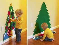 Leuk! Vilten kerstboom op de muur die kinderen zelf kunnen versieren (blijven ze van de echte af!)