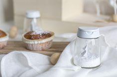Transformez ses bocaux à épices IKEA en boules à neige ludiques, par le blog La Délicate Parenthèse