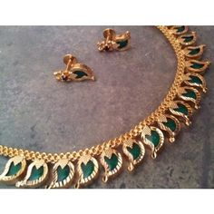 """Lovely traditional Indian design from the Kerala region in India: necklace style named """"Palakka Mala""""Jewellery with mango shaped (the origin of paisley)emeralds set nicely in quality gold -Kumkum's Jeweller Gold Jewellery Design, Gold Jewelry, Jewelery, Jewelry Necklaces, Baby Jewelry, Designer Jewelry, Jewelry Shop, India Jewelry, Temple Jewellery"""