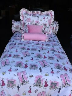 Paris, pink chenille, ruffles- tre jolie Paris inspired bedding for your girls room, teen room or dorm room.