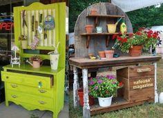 Quand vient le temps du rempotage ou pour la création de nouvelles jardinières, il est indispensable d'avoir un espace réservé au travail du jardin. Avec de la récupération et un peu d'imagination, on peut faire une très jolie table de jardin pour rempoter ses fleurs et avoir un plan de travail... Old Door Projects, Wood Projects, Backyard, Patio, Repurposed, Diy Crafts, Outdoor Decor, How To Make, Inspiration