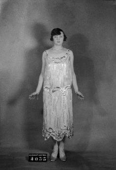 Madeleine Vionnet daté de 1924 Fashion 1920s, Modern Fashion, Fashion Design, Antique Clothing, Historical Clothing, 1920s Glamour, Madeleine Vionnet, 1920s Style, Vintage Fashion Photography