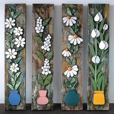Flores sobre madeira Look what a good idea! Let's take advantage of those strips of wood forgotten in the garage and make mosaic applications! Mosaic Artwork, Mosaic Wall, Mosaic Glass, Mosaic Tiles, Glass Art, Cement Tiles, Wall Tiles, Mosaic Crafts, Mosaic Projects