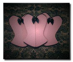 Convite corpete para chá de lingerie que é um mimo para quem recebe. Lindo! Corpete trabalhado em renda de papel texturizado na cor rosa claro com detalhes em preto. Pode ser produzido em diversas combinações de cores diferentes.      mais mimos para a sua festa de despedida de solteira em http://www.elo7.com.br/cha-de-lingerie/al/47B93