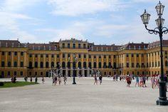 Apen matkat: Wien osa 6, valtava Schönbrunnin palatsi Louvre, Building, Travel, Viajes, Buildings, Destinations, Traveling, Trips, Construction