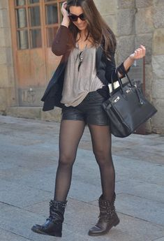Discover and organize outfit ideas for your clothes. Decide your daily outfit with your wardrobe clothes, and discover the most inspiring personal style Hipster Outfits, Mode Outfits, Short Outfits, Fall Outfits, Casual Outfits, Fashion Outfits, Womens Fashion, Church Outfits, Pantyhose Fashion
