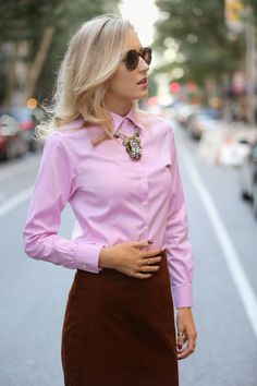 Touches Of Tortoise and Pink blouse, by The Classy Cubicle Business Attire, Business Fashion, Office Fashion, Work Fashion, Classy Cubicle, Look Office, Office Style, Oxford, Work Attire