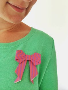 Origami bow for Moodkids.nl Origami Bow, Origami Paper Art, Oragami, Diy Paper, Glue Guns, Vader, Tri Delta, Small Gifts, Diy Projects To Try