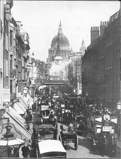Victorian London, 1897. Fleet Street crowded with traffic from horse-drawn carts, omnibuses, and taxies.