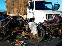 VITÓRIA DA CONQUISTA: Motorista morre ao bater de frente contra caminhão na BR-116 #LEIAMAIS  WWW.OBSERVADORINDEPENDENTE.COM