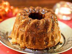 Jouluinen suklaakakku   Mukana Maku Lemon Curd, No Bake Desserts, Christmas Baking, Bagel, Doughnut, Sweet Recipes, Donuts, Pork, Food And Drink