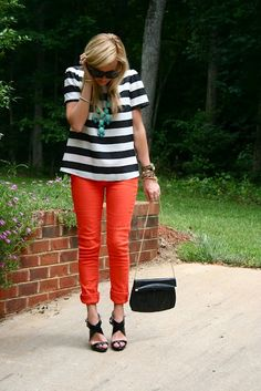 Orange/Red jeans and white and black blouse with a bubble necklace ~ cool outfit for spring or summer Outfit Pantalon Rojo, Mode Style, Style Me, Summer Outfits, Cute Outfits, Fashion Blogger Style, Ootd, Get Dressed, Passion For Fashion