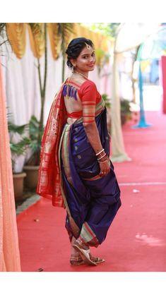 Marathi mulgi Fancy Blouse Designs, Bridal Blouse Designs, Saree Blouse Designs, Marathi Saree, Marathi Bride, Kashta Saree, Saree Poses, Sari Bluse, Latest Saree Blouse