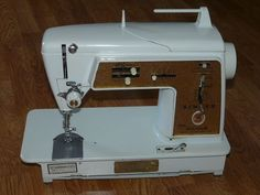 Vintage SINGER 620 Golden Touch & Sew Sewing Machine & Manual