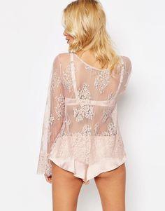 Bild 2 von ASOS – Delicate – Schlafanzug mit Tunika-Oberteil aus Eyelash-Spitze und French Knickers aus Satin