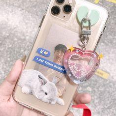 Kpop Phone Cases, Diy Phone Case, Cute Phone Cases, Iphone Cases, Homemade Phone Cases, Mochila Jansport, Kpop Diy, Aesthetic Phone Case, Resin Charms